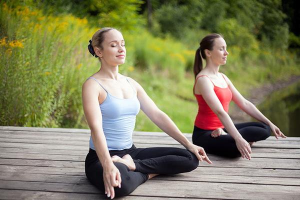 yoga-lam-dep-da